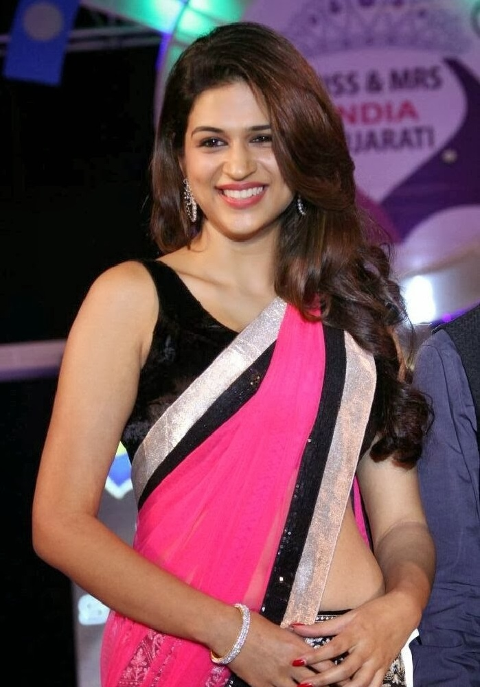 Gujarati actress Shraddha Das in saree