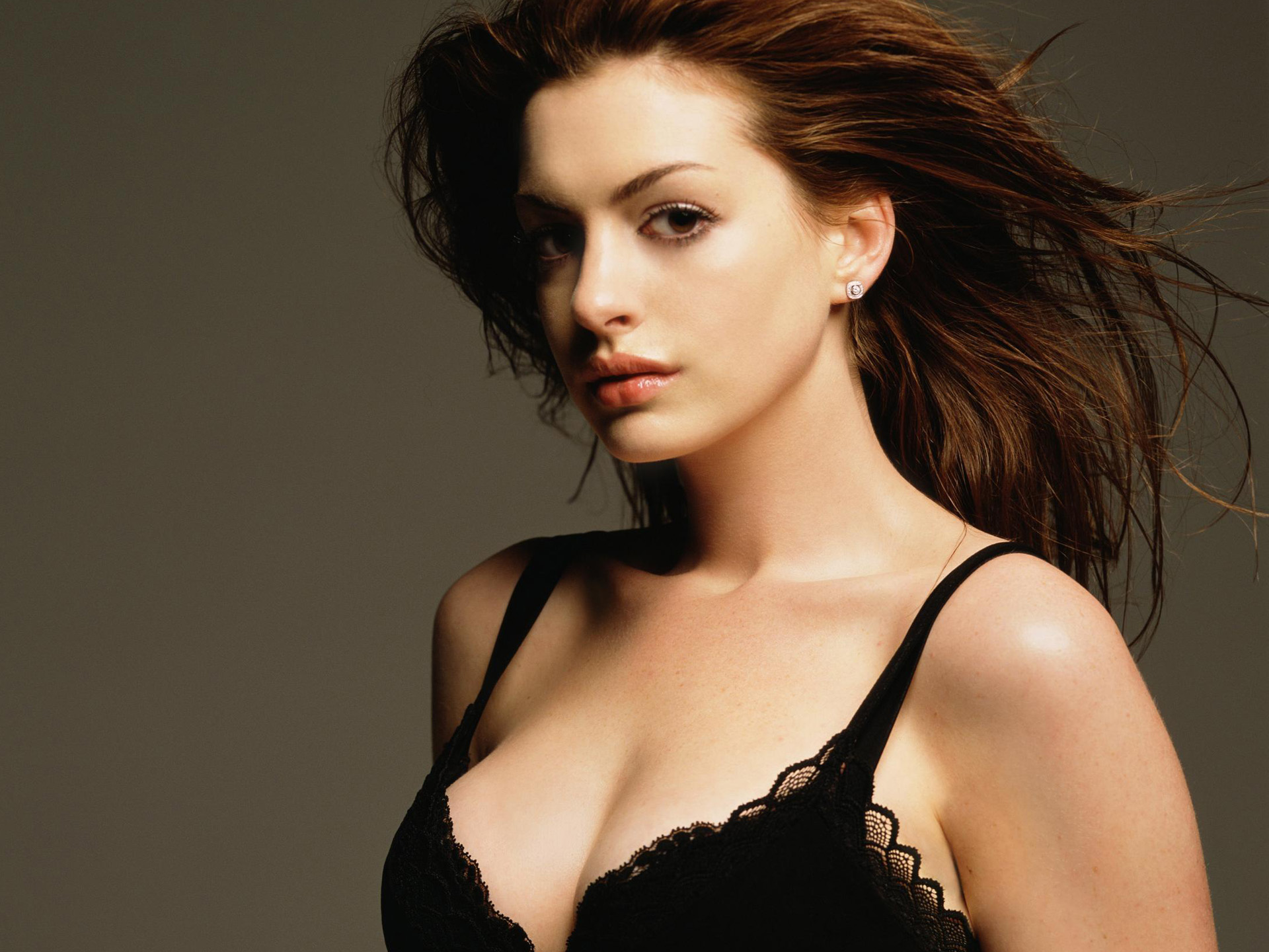 Anne-hathaway-hot-hollywood-actress-nice-hd-wallpaper