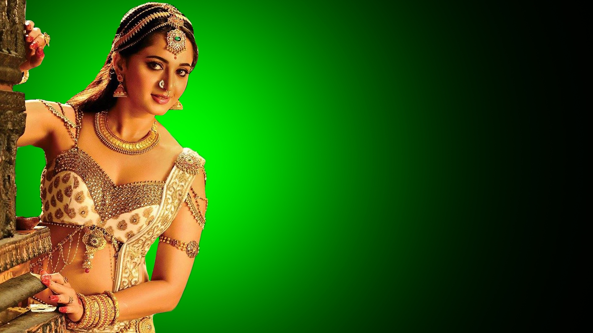 Anushka-Shetty-cute-in-princess-looks