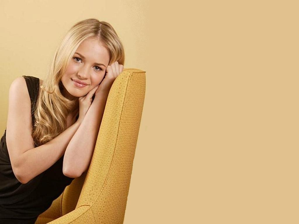 Britt-robertson-cute-actress-hd-wallpaper-free