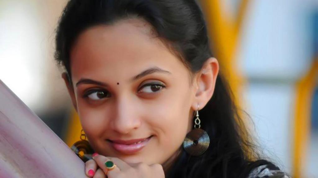 Marathi Actress Wallpapers Wallpapersdownload Free Hd Desktop