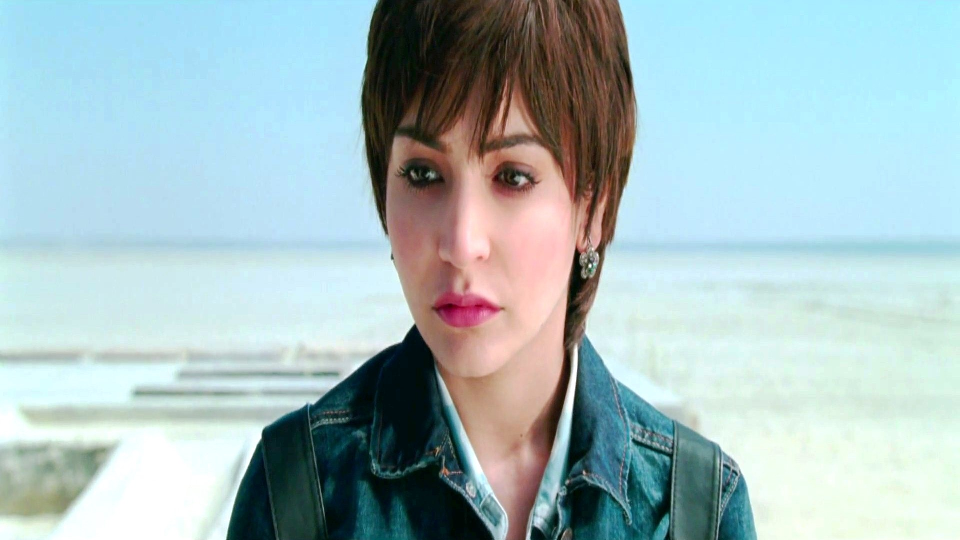 Serious-Mood-Close-Up-Face-of-Actress-Anushka-Sharma-in-Movie-PK-HD-Wallpapers-Download