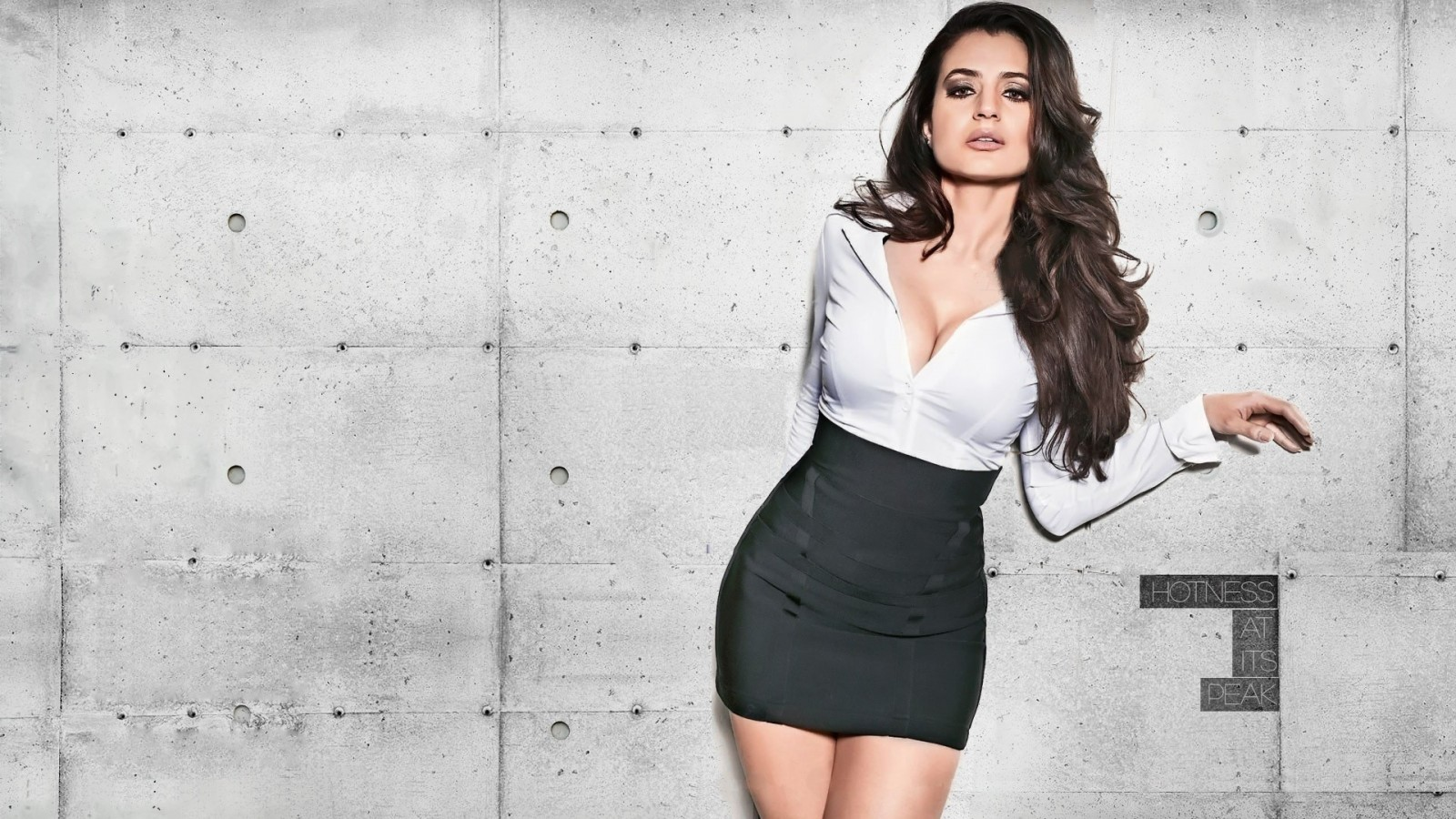 ameesha-patel-1600x900-hot-hd