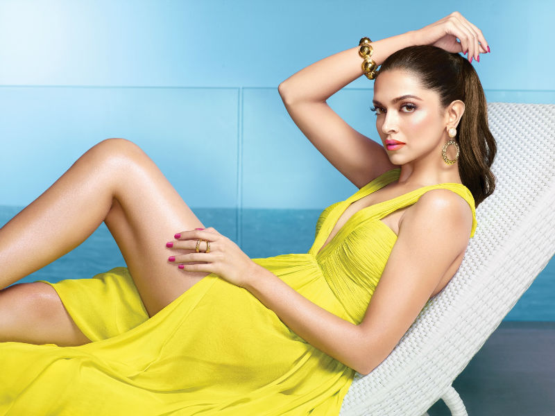 hot-bollywood-actress-deepika-padukone-sexy-wallpaper