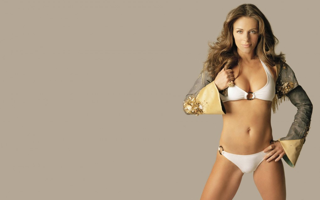 delectable-great-elizabeth-hurley-white-bikini-wallpaper