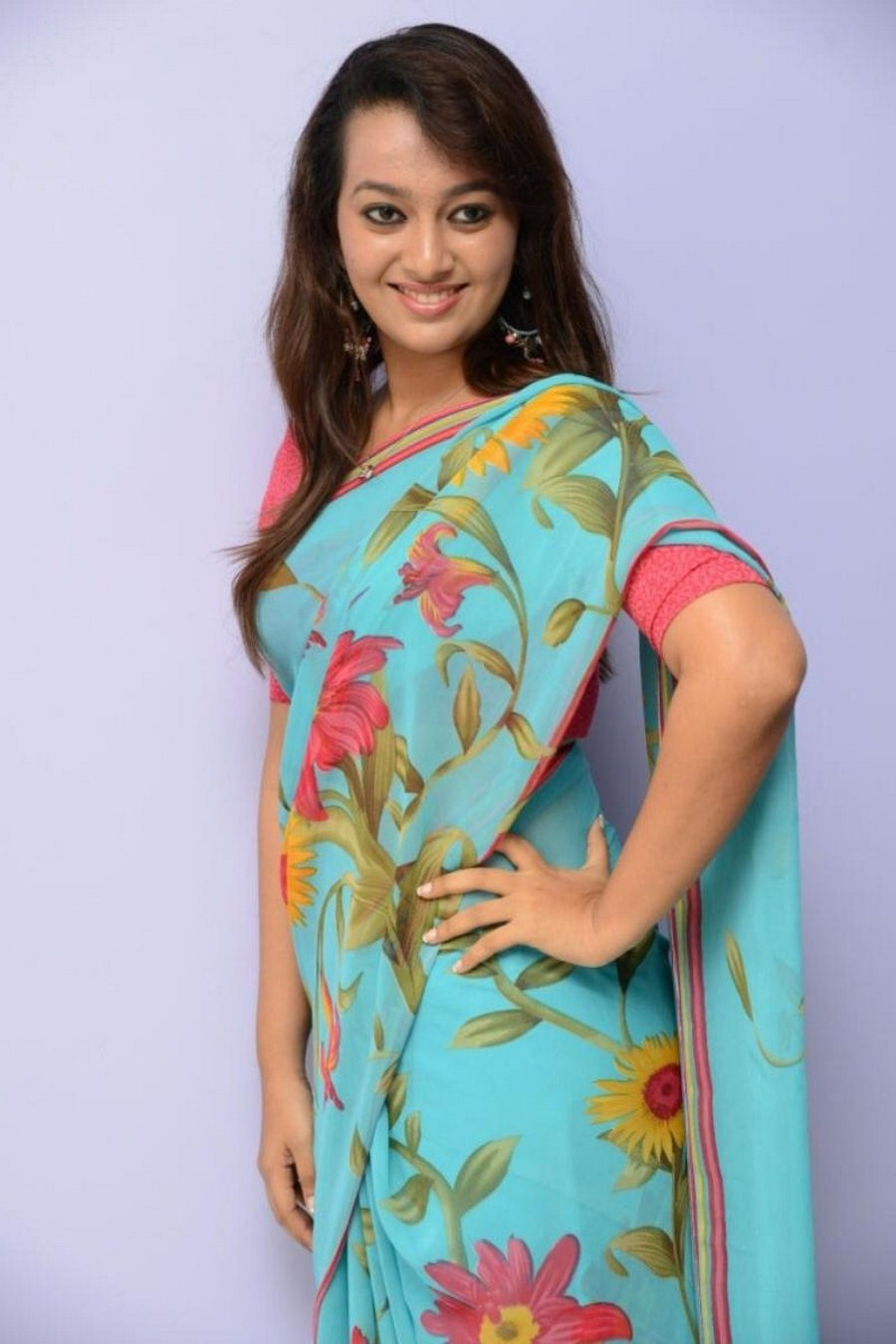 Telgu actress Easter Noronha in saree