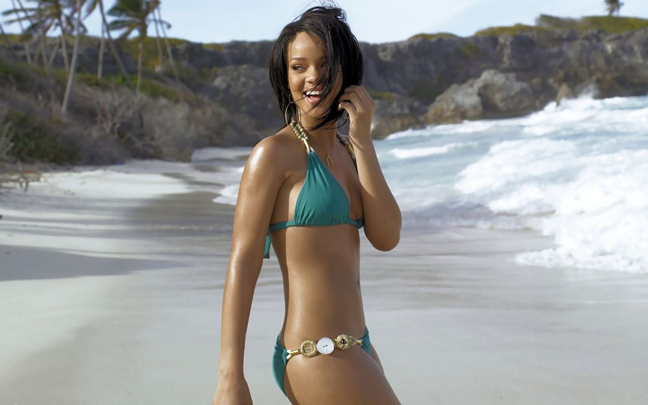 rihanna-bikinis-wallpapers-desktop